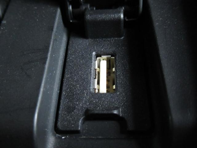 USB端子装着しております。遠出でも携帯電話を充電できたりと、ありとあらゆる場面で活躍してくれます。