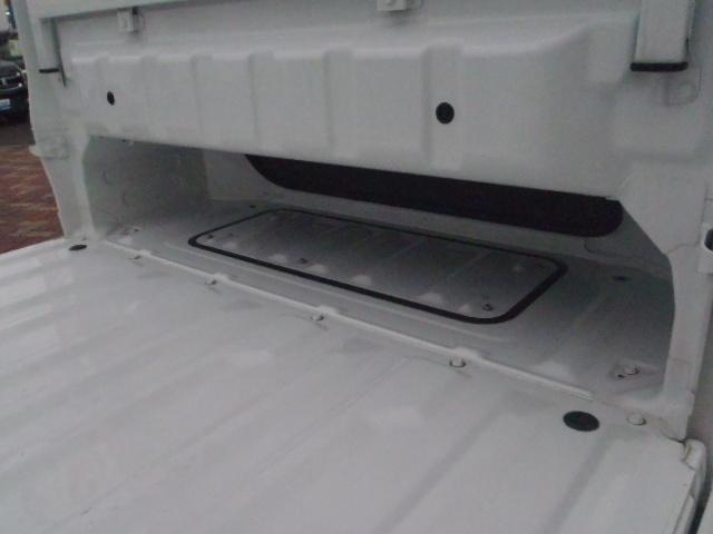 キャビン下を使って長尺物も積載可能です