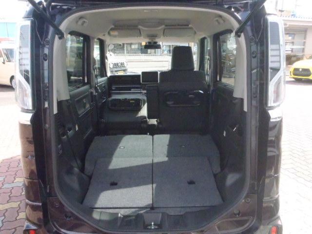 リヤシートを倒せば広い荷室になり、助手席も倒せば長尺物も積めます