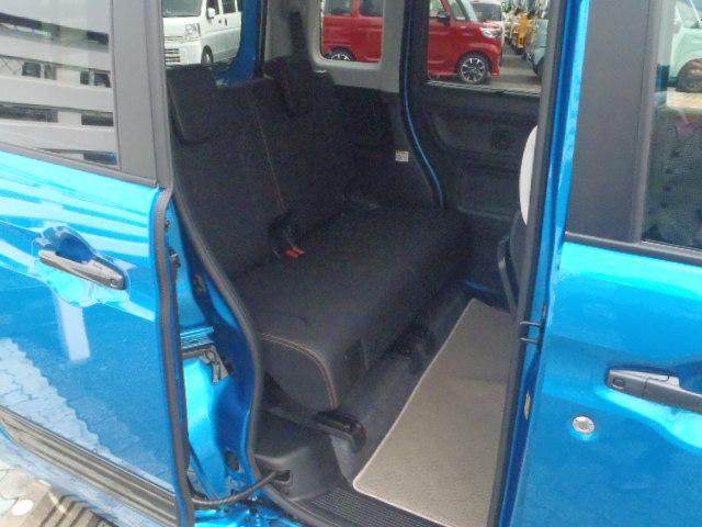 乗り降りに便利な後席両側電動スライドドアで後席もゆったりしています
