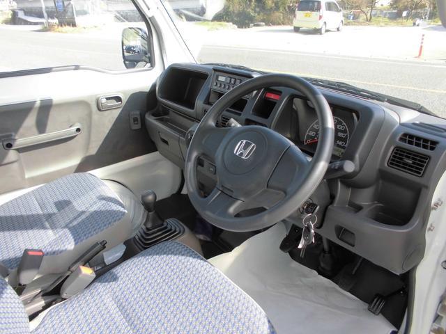 ドア開閉部が広いので乗り降りがしやすい運転席です。
