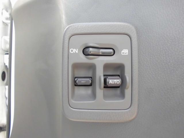 パワーウィンドウ付きです。運転席はオート仕様となっております。