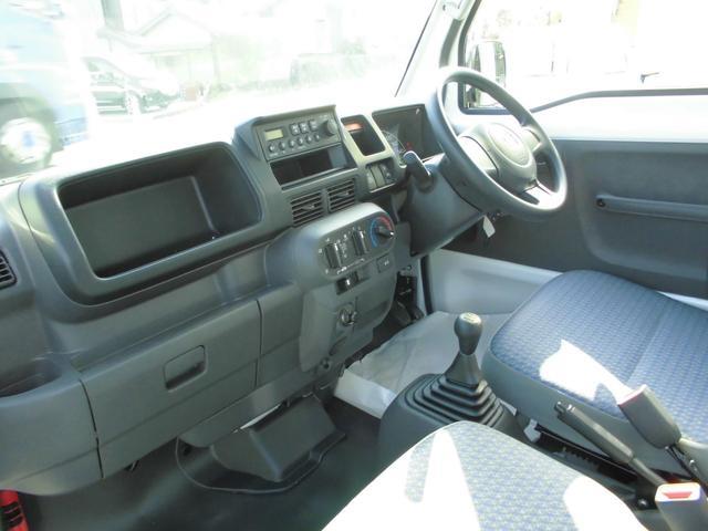 助手席もストレスなく乗車できます。運転席から助手席への移動もスムーズにできます。