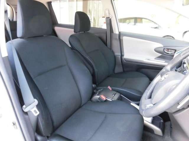 セカンドシートはスライドにリクライニングができ、お好みのシートポジションを設定できます。