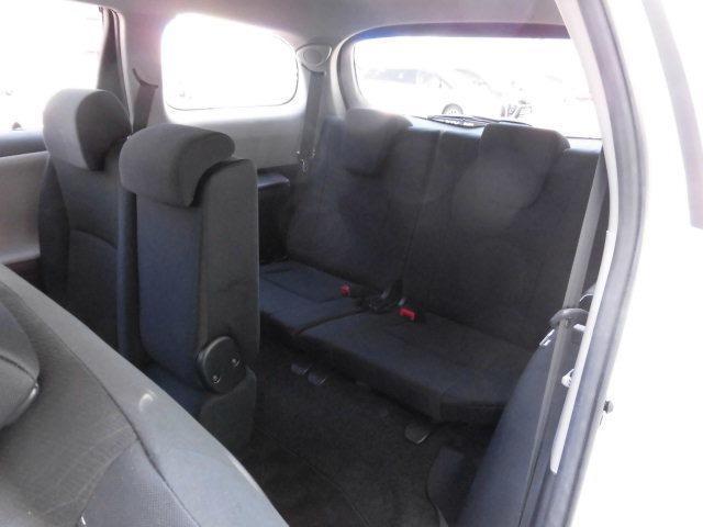 サードシート使用時でもラゲージスペースは確保されています。サードシートを倒すことによりフラットな広いラゲージスペースとなります。