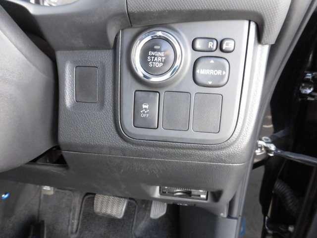 ボタンひとつでエンジンが始動!プッシュ式スタートボタン。キーをわざわざ取り出すことなく携帯していればOKなのが便利です。