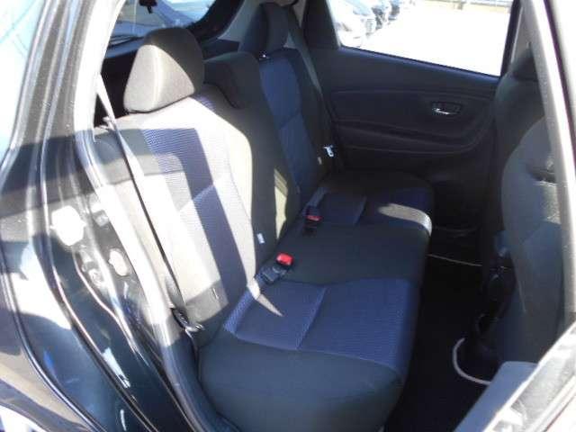 リヤシートも、大人が3人座ることを考えた、スペースはあります。