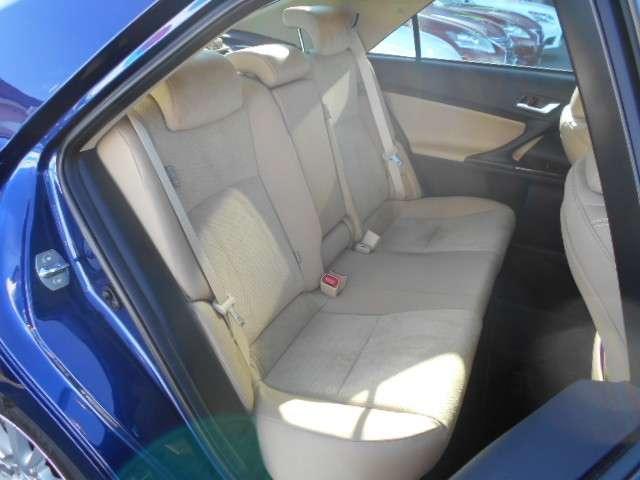 リヤシートは、ほとんど利用していないようで、気になる汚れはありません。