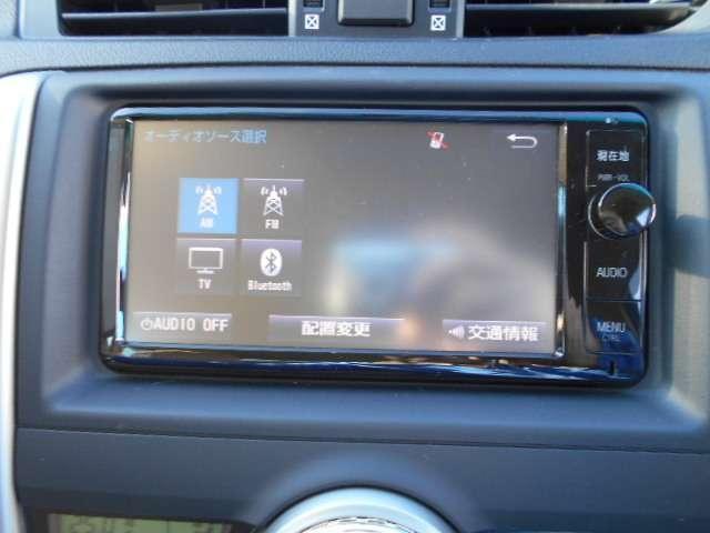トヨタ純正フルセグ付SDナビ(NSZT-W64T)が付いています。地図は、2015年製と少し古いかもしれません。バックカメラのほかに、左サイドカメラも付いています。