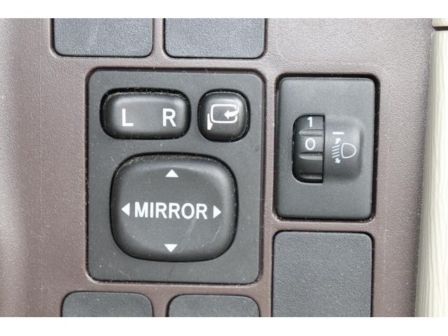 ★電動格納ドアミラー★ボタン一つでドアミラーの折り畳みが可能です。ミラーの角度調整もスイッチ操作で調整できます♪
