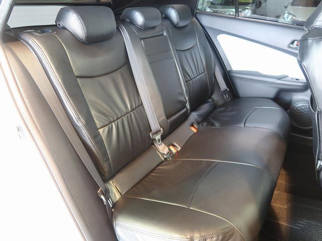 後部座席もゆったりと座れるスペースを確保!足元も広々しております☆