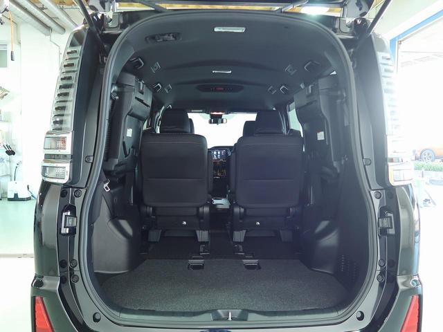 サードシートは跳ね上げることが可能で、より大容量のラゲッジスペースが確保できます!大きい荷物もこれで安心ですね☆