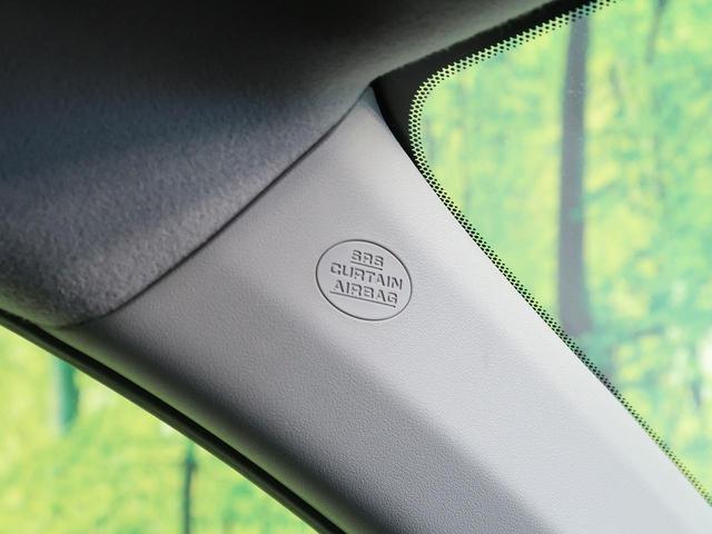【SRS カーテンエアバッグ】側面衝突時または車両横転時にルーフサイド部分から膨らみ、運転席と助手席の搭乗者および後席搭乗者の頭部、頚部を保護するエアバッグを搭載しております。
