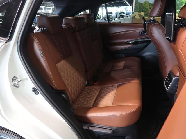『後部座席は使用感も少なくキレイな状態です!大人でも快適に乗って頂けます♪』