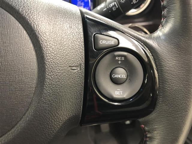 高速道路等が空いているとき、クルーズコントロールがついているとアクセルを操作しなくても一定の速度で走行してくれる便利な機能がついています。ブレーキとハンドル操作は必要です。