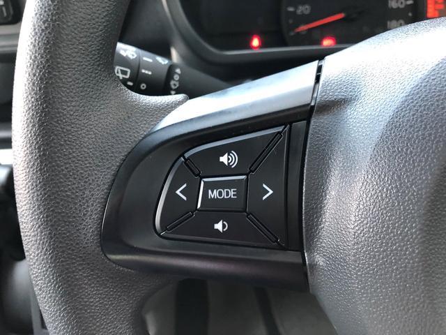 ハンドルにオーディオコントロールスイッチが着いていますので、目線を外すことなく操作で来て安全ですね。
