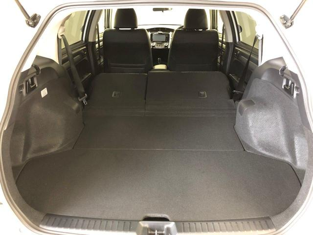 後席を倒すことで、さらに荷室を広げることができます。いつもよりちょっと大きな買い物をした日でも、後席を倒してお車にばっちり詰めますよ。