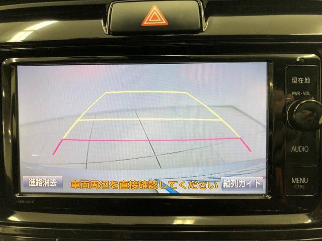 バックカメラ付きで駐車時も安心ですね。後からつけようと思うと工賃込みで5万円くらいしますよ!シフトと連動してナビ画面が自動でバックカメラ画面に切り替わるので特別な操作は不要です。