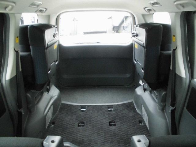 サードシートを跳ね上げると広大なスペースが確保できます!!