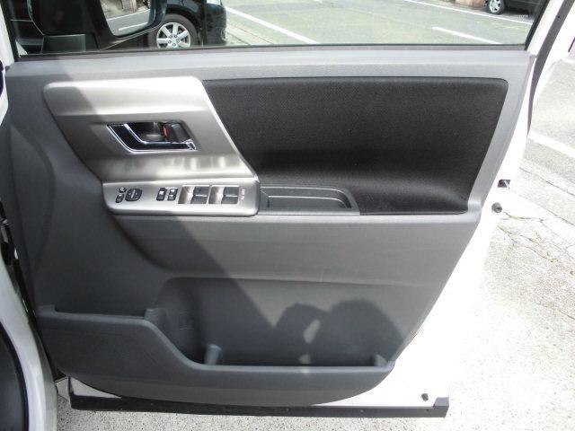 運転席ドアトリムもキレイな状態です!!