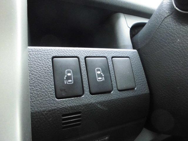 両側パワースライドドア!!車内からでも開閉可能です!!