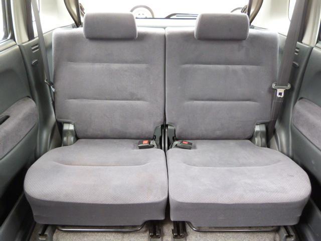 大人でもゆったりと座れるリアシートは乗り心地も良いので家族や友人を乗せてもきっと満足してもらえると思います♪