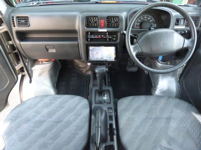 室内もナビ・ETC・A/C等軽トラックとは思えない快適装備です☆もちろんクーラーもしっかり効きますよ♪