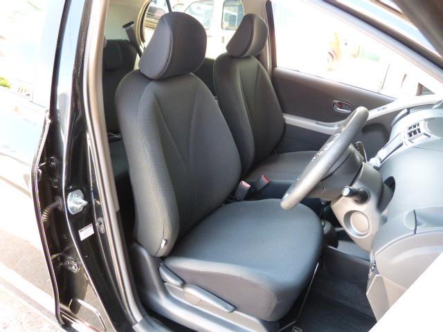 運転席シートはよくある座面部の擦れや破れなどもありません☆シートも専用のクリーニング剤を使用して念入りに清掃しております☆