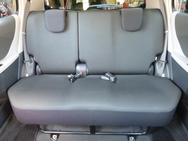 大人でもゆったりと座れるリアシートは乗り心地も良いので家族・友人・仕事相手を乗せてもきっと満足してもらえると思います♪