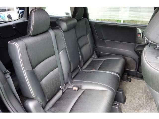 ゆとりあるリヤシート、どれだけ乗っても疲れません!!