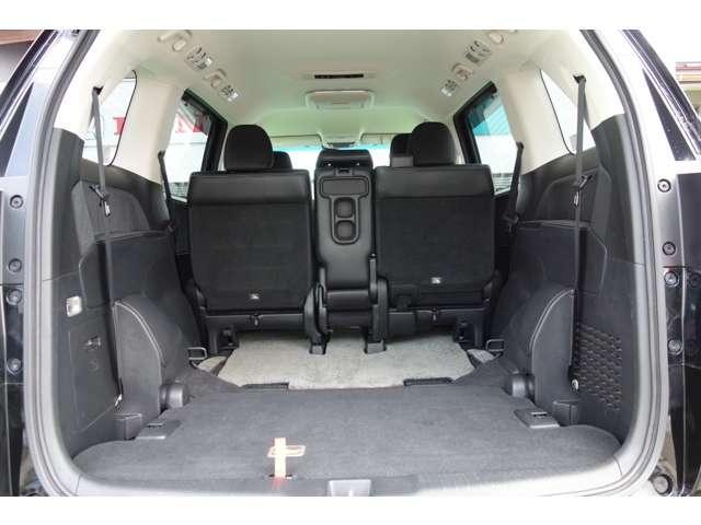 サードシートをたためばラゲージスペースが広がります、シートアレンジも多彩です。