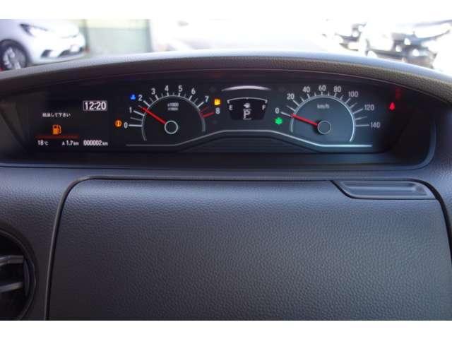 透視性の高いスピードメーター。運転席からの視界も良好です!
