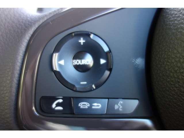 ハンドルでオーディオの操作が出来安全運転に役立ちます!!