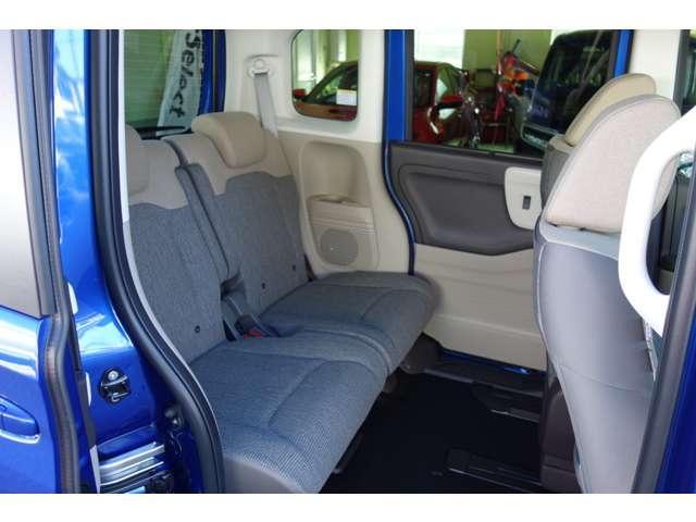 助手席スーパースライドシート搭載!ゆとりあるリヤシート、どれだけ乗っても疲れません!!