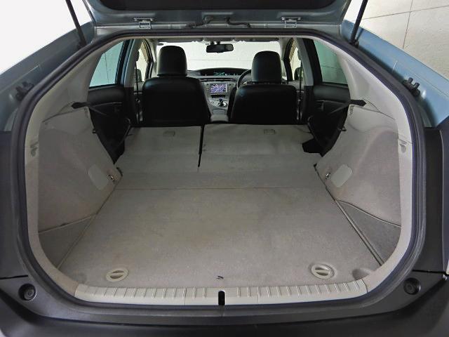 トランクも大容量!車体の大きさからは思った以上に乗りますよ!燃費良し、荷物も載るで営業車としても大人気の理由がわかります!