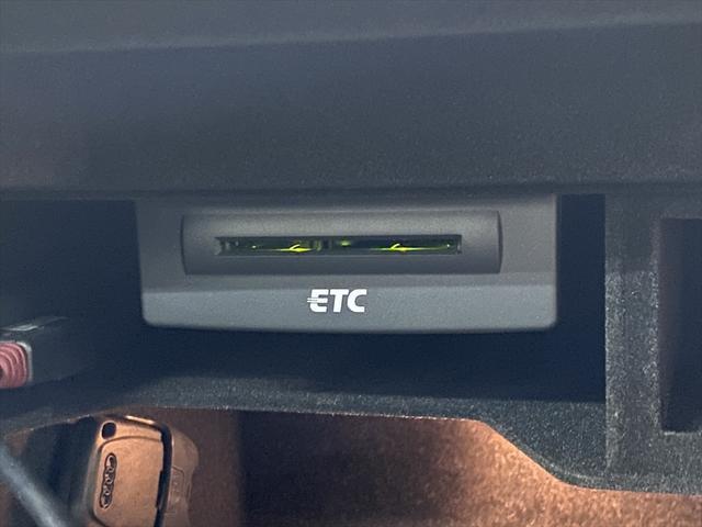 2.0TFSI SEパッケージ HID スマートキー 革シート 純正HDDナビ フルセグ バックカメラ パーキングエイド パワーシート シートヒーター ETC Bluetooth プッシュスタート 純正アルミホイール(21枚目)