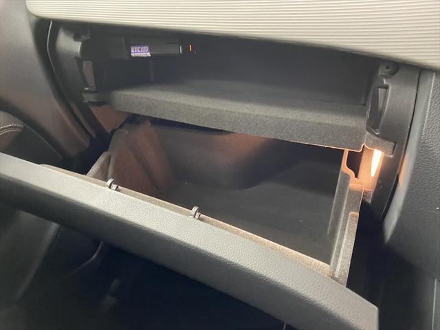 B180 スマートキー LEDヘッドライト 純正ナビ フルセグ レーダーセーフティ バックカメラ パドルシフト クルーズコントロール ドライブレコーダー ETC シートヒーター プッシュスタート(29枚目)