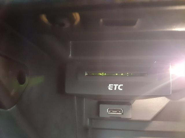 1.4TFSIシリンダーオンデマンド 純正ナビ コントラストルーフ 地デジTV HIDヘッドライト ヘッドライトウォッシャー 革巻ステアリング バックカメラ パドルシフトBluetooth ミュージックサーバー フォグランプ(30枚目)