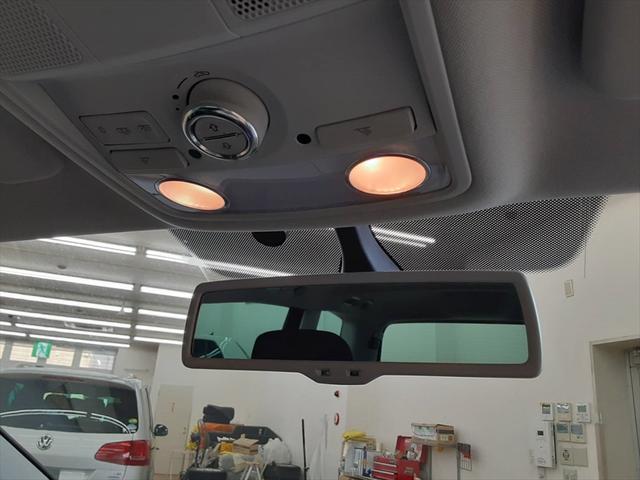 TSI コンフォートラインブルーモーションテクノロジ ベイキノセンヘッドライトパッケージ ナビ フルセグTV 両側パワースライドドア クルーズコントロール アイドリングストップ コーナーセンサー サンルーフ フォグランプ HIDヘッドライト ETC(41枚目)