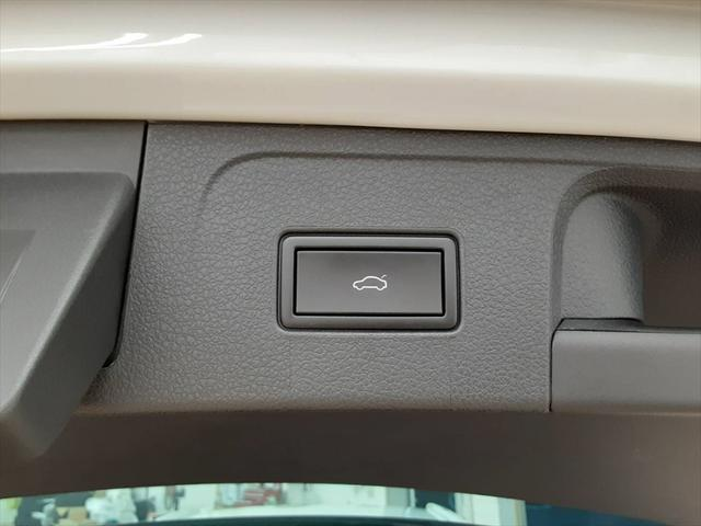 2.0TSI Rライン テクノロジーパッケージ 純正ナビ フルセグTV レーンキープ ブラインドスポットモニター 衝突軽減装置 マッサージ機能 シートヒーター(55枚目)