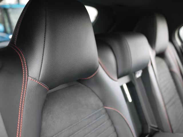 ★レッドステッチハーフレザーシートが車内の高級感をひきたてています♪