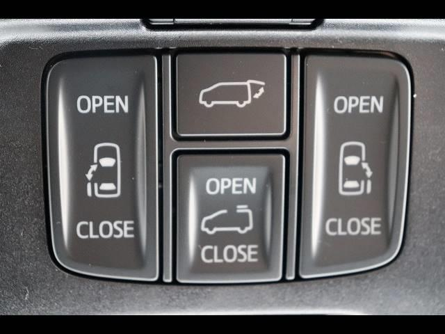 両側電動スライドドア&リヤゲートを装備☆ 大きなリヤゲートがボタンひとつで開閉出来るのは嬉しいですね♪