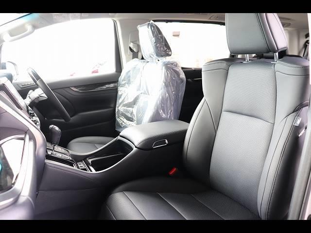 高級感のある内装で広々した運転席でドライブも楽しめます!
