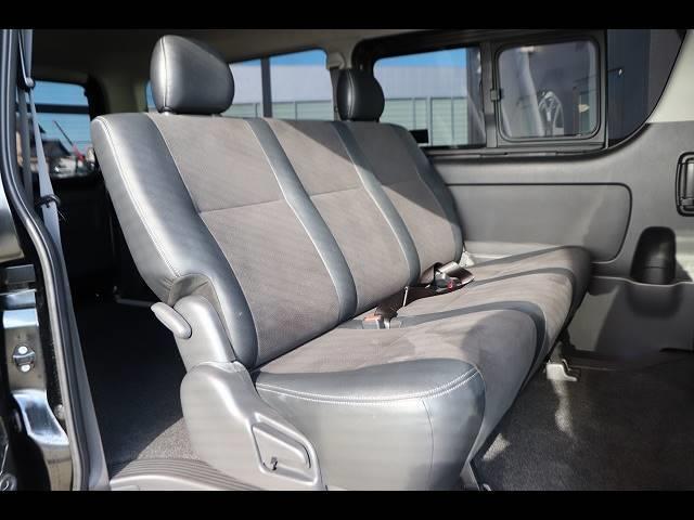 セカンドシートの状態も良好です!後席に3人乗車していただいても十分の広さなのでレジャーや旅行にもオススメの一台です!
