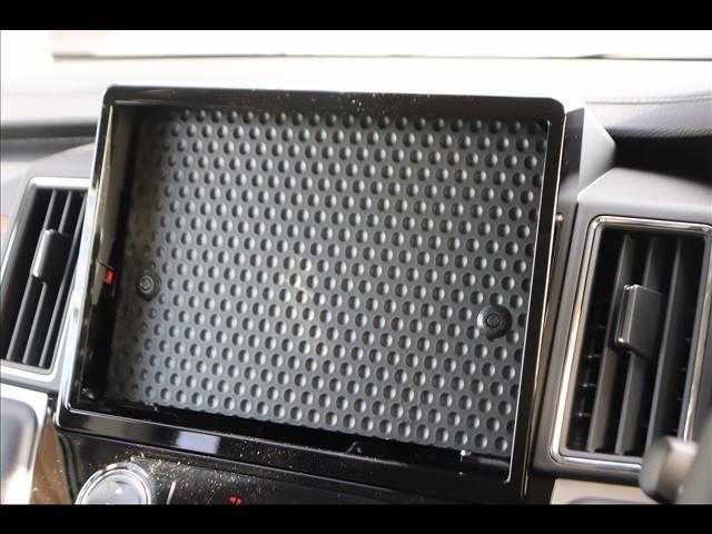 ディーゼル P 7人乗り マルチアラウンドモニター パワーバックドア 4WD ディーゼル バックカメラ 両側パワースライドドア ディーゼル車 LEDヘッドライト パドルシフト 純正アルミホイール フォグライト(3枚目)
