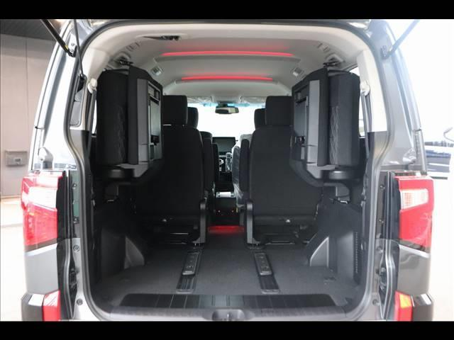 ディーゼル P 7人乗り マルチアラウンドモニター パワーバックドア 4WD ディーゼル バックカメラ 両側パワースライドドア ディーゼル車 LEDヘッドライト パドルシフト 純正アルミホイール フォグライト(18枚目)