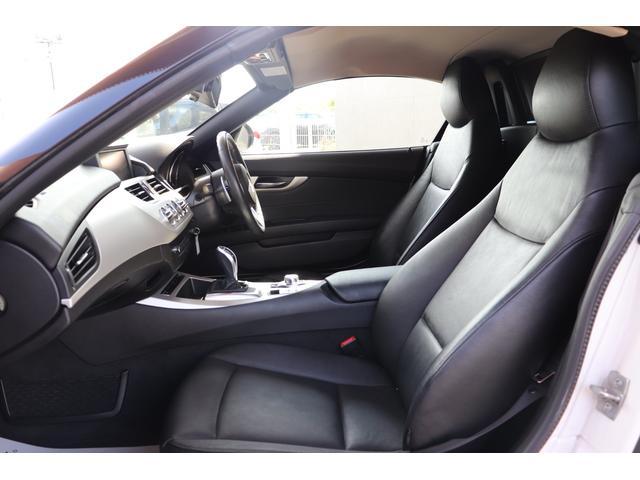 BMWならではのフィッティングの良いシートは疲れにくくよりゴーカートフィーリングをお楽しみいただけます。