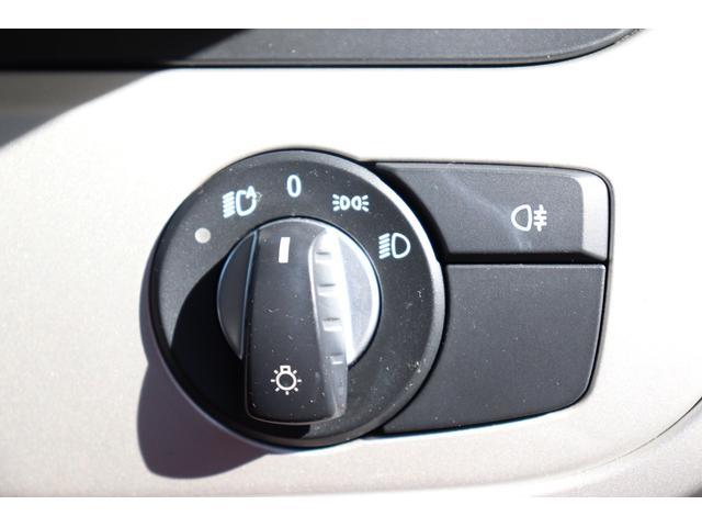 便利なオートライトを装備。トンネルに入ったり、周りが暗くなると自動的にヘッドライトが点灯します。もちろん明るくなれば自動的に消灯しますよ。