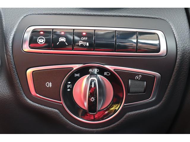 レーダーセイフティ装備。レーダーセンサーにより先行車を認識して、速度に応じて車間距離を適切にキープするシステム。減速が必要な場合はスロットルとブレーキを自動制御して減速します。