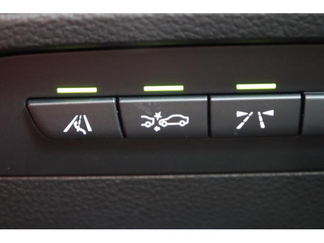 レーンディパーチャーウォーニングを装備。運転中のステアリング操作や車速などの情報をもとにドライバーの疲労を判断し、休息を促すサインをディスプレイに表示。60km/h以上で車速逸脱警告が作動します。